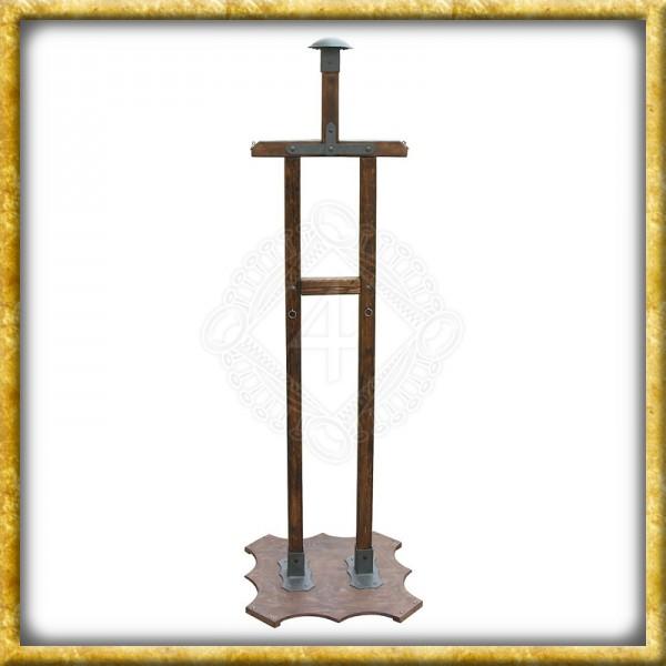 Rüstungsständer aus Holz
