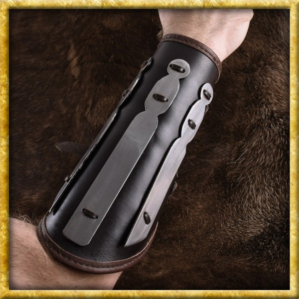 Armschutz aus Leder mit Stahlplatten
